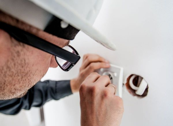 How to Become an Electrician in Australia?